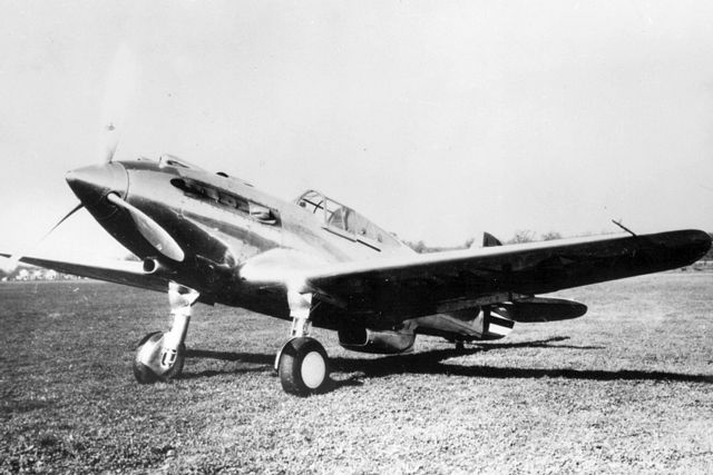 Curtiss P-40 XP-40%20Config%20early%20No2